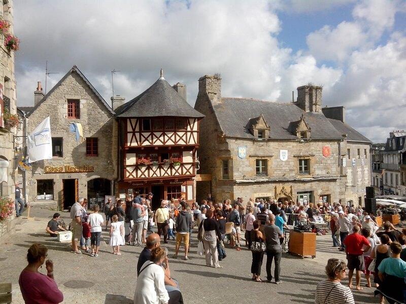 Place du vieux marché st renan 800